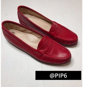 🚨50% off🚨 SAS red loafers/ 9